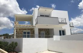Houses with pools by the sea for sale in Crete. Detached house – Ierapetra, Crete, Greece