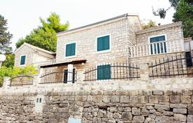 3 bedroom houses by the sea for sale in Croatia. A beautiful stone house for sale Brac, Splitska