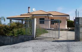 4 bedroom houses by the sea for sale in Italy. Villa with a garden and sea views, Zambrone, Calabria, Italy