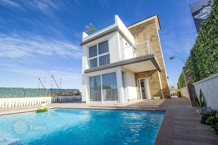 4 bedroom houses for sale in Spain. Villa with private pool in Torrevieja