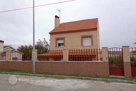 Cheap houses for sale in Madrid. Villa – Colmenar de Oreja, Madrid, Spain