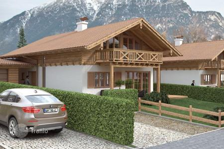 4 bedroom houses for sale in Germany. New cottage with garden and parking from the builder in the ski resort of Garmisch-Partenkirchen, Germany