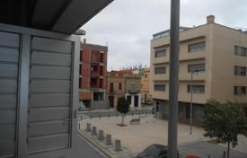 4 bedroom apartments by the sea for sale in Badalona. Apartment with 4 bedrooms and balcony in Badalona