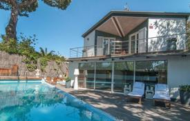 4 bedroom houses by the sea for sale in Costa del Garraf. Premium villa with a pool near the beach in the suburbs of Barcelona, Castelldefels