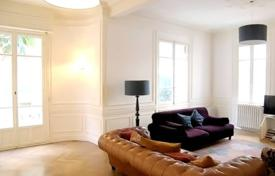 4 bedroom apartments for sale in Côte d'Azur (French Riviera). Large Bourgeois apartment in the Musiciens quarter
