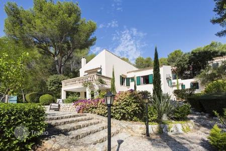 Houses with pools for sale in Pollença. Villa with a pool and mountain views in Pollensa, Mallorca