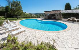 Luxury houses with pools for sale in Saint-Paul-de-Vence. Saint-Paul de Vence — Close to the old village