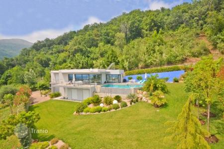 Luxury 4 bedroom houses for sale in Vence. Villa - Vence, Côte d'Azur (French Riviera), France
