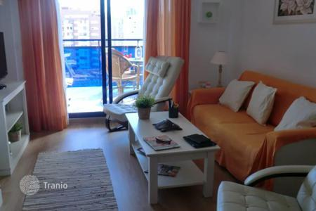 Apartments with pools by the sea for sale in Benidorm. Two bedroom apartment with a terrace near the beach, Benidorm, Alicante, Spain