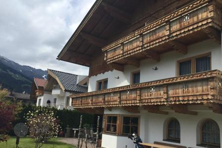 Commercial property for sale in Tyrol. Apartment house with a garden in the famous ski resort of Zillertal, 50m from the golf course, Tyrol. Return to 100,000 euros a year!