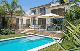 3 bedroom villas and houses to rent in Côte d'Azur (French Riviera). Saint-Tropez — Lovely contemporary villa