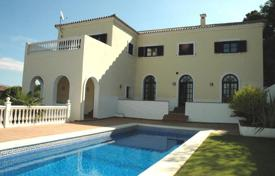 Luxury 4 bedroom houses for sale in San Roque. Comfortable villa with a garden, a swimming pool, a garage and terraces, Sotogrande, Spain