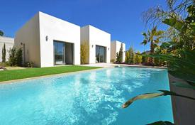 3 bedroom houses for sale in Valencia. Villa with private swimming pool and basement in Las Colinas Golf