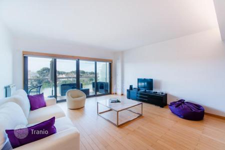 Apartments with pools for sale in Lisbon. Apartments in a modern complex close to the ocean, in the center of Cascais, Portugal