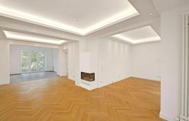 Property for sale in North Rhine-Westphalia. Five-room apartment in a renovated historic building, in a prestigious district of Dusseldorf, Germany
