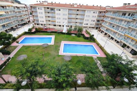 Cheap apartments with pools for sale in Lloret de Mar. Comfortable apartment in the new residential complex near the sea in Lloret de Mar, Girona, Spain