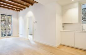 Apartments for sale in L'Eixample. Luminous apartment in a renovated historic building in the prestigious district of Eixample, Barcelona, Spain