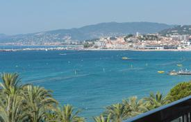 2 bedroom apartments for sale in Côte d'Azur (French Riviera). Cannes — Croisette — Apartment with a large terrace