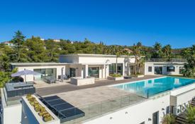 Luxury houses for sale in Roquebrune-sur-Argens. Close to Saint-Tropez — Contemporary villa — Panoramic sea view