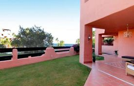 Luxury 4 bedroom apartments for sale in Andalusia. Beachfront double ground-floor apartment in Mar Azul, Estepona