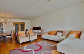 3 bedroom apartments for sale in Lisbon. Apartment with sea views in Carcavelos, Portugal