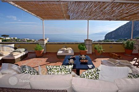 Villas and houses for rent with swimming pools in Capri. Villa Peonia