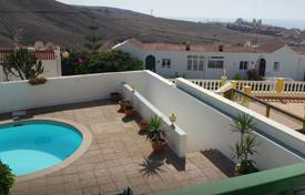 Coastal apartments for sale in Gran Canaria. Nice duplex in a well maintained complex