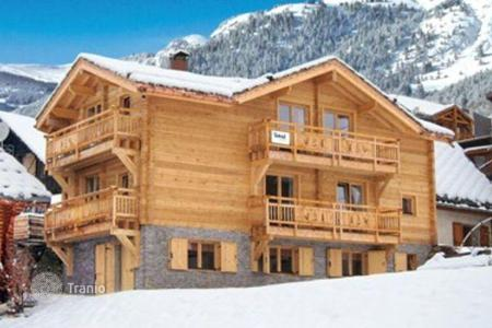 Villas and houses to rent in Huez. Cozy chalet for 16 people with everything you need to relax in Alp d'Huez, French Alps, France