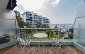 Cheap residential for sale in Nice. Large studio on the harbor at BLEU RIVAGE