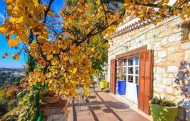 4 bedroom houses for sale in Nice. Charming house in the hills of Nice