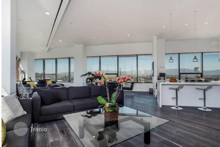 Luxury residential for sale in North America. Two-storeyed apartment in premium complex with full range of services, Los Angeles, USA