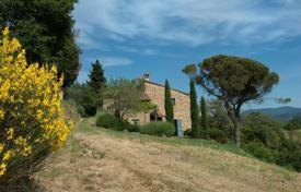 3 bedroom houses for sale in Tuscany. Villa in Castiglion Fiorentino, Italy