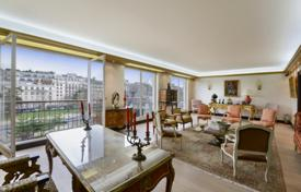 Luxury apartments for sale in Ile-de-France. Four-room apartment with a parking in a prestigious area of the city, Paris, France