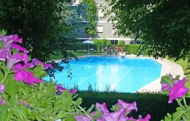 Apartments with pools for sale in Milan. Apartment in a prestigious residential complex with swimming pool and tennis court, in the San Siro in Milan