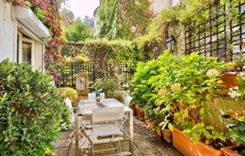 2 bedroom apartments for sale in Paris. Paris 17th District – An elegant apartment with a delightful terrace