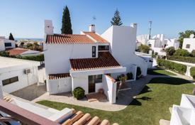 Houses with pools for sale in Faro. 4 Bedroom Villa with Pool & Sea Views from every room in Albufeira