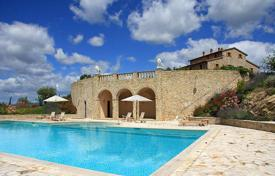 Luxury houses for sale in Montegabbione. Nestled in the hills of Umbria with panoramic views, we offer for sale this recently restored prestigious farmhouse