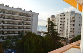 Cheap 2 bedroom apartments for sale in Costa Brava. Apartament near the beach with sea view