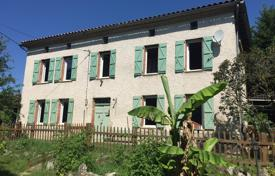 Property for sale in South - Pyrenees. Historic villa with a pool, a garden and an attic, 45 minutes from Toulouse, Albi, France