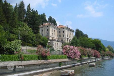 Apartments for sale in Piedmont. Apartment with garage and terrace in an old residence of the XIX century with a large park on the shore of Lake Maggiore, in Stresa, Italy