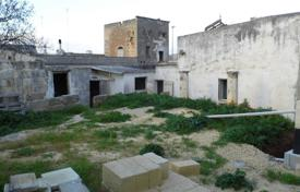 Ancient house in the historical center with garden in Ugento for 58,000 €