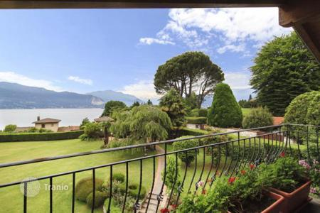 Houses for sale in Laveno-Mombello. Villa – Laveno-Mombello, Lombardy, Italy