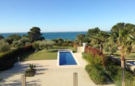 Residential for sale in Costa Dorada. Beautiful house of 280 m² in front of the sea