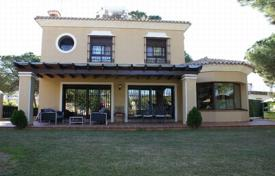 4 bedroom houses for sale in Costa del Sol. Delightful Sunny Villa in Costabella, Marbella East