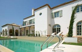 Luxury 5 bedroom houses for sale in Castille and Leon. Elegant villa with separate apartment