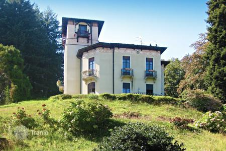 Luxury residential for sale in Piedmont. Ancient 19th century villa with private garden and panoramic views of the lake and the Borromeo Islands, in the Alpine region, Stresa, Italy