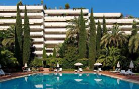 Four-bedroom apartment with a large terrace in the center of Marbella, Andalusia, Spain for 1,850,000 €