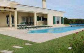 Houses with pools for sale in Faro. Villa on the seafront, Albufeira, Portugal