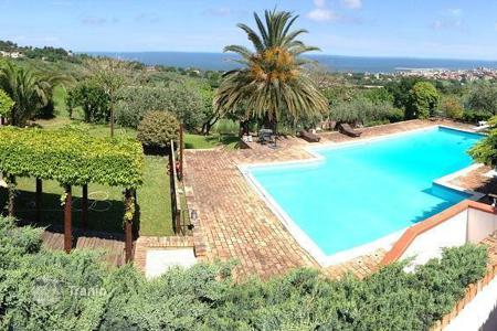 Property for sale in Marche. Villa with panoramic views in Civitanova Marche, Region Marche, Italy