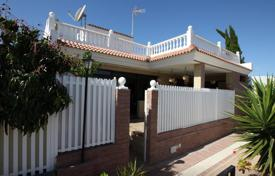 3 bedroom houses for sale in Gran Canaria. Large chalet near the beach